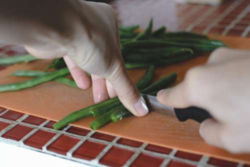Cutting green beans