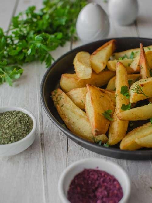 Roasted potatoes with seasoning