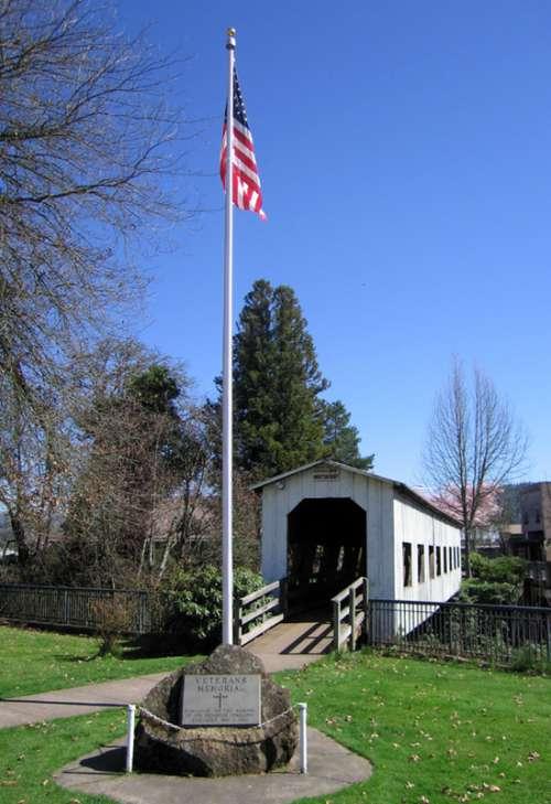 Centennial Bridge and Veterans Memorial in Cottage Grove, Oregon free photo