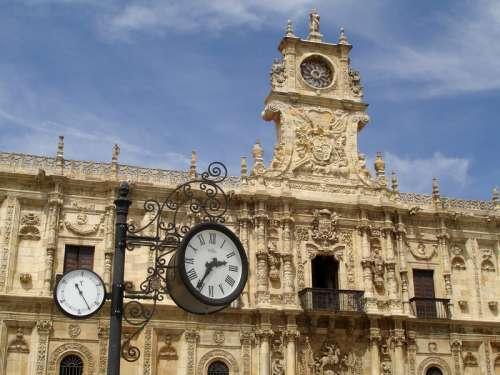 Facade of Convento de San Marcos in Leon, Spain free photo