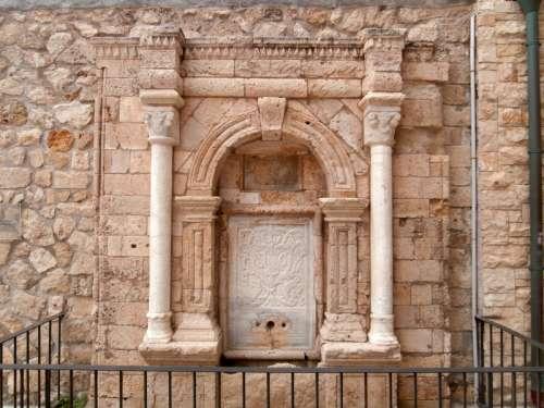Idomeneas fountain in Heraklion, Greece free photo