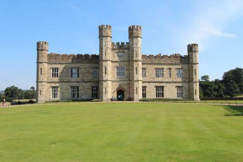 Leeds Castle, frontal view free photo