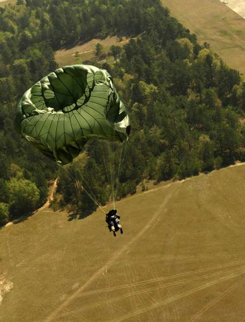 Paratrooper in action in South Carolina free photo