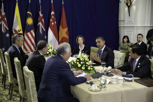 President Barack Obama meets Lee Hsien Loong at ASEAN Summit 2012  free photo