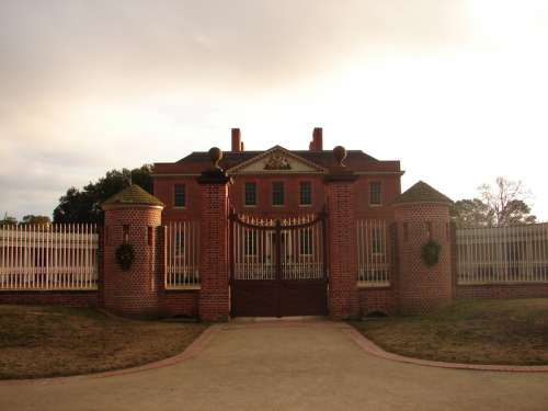 Reconstructed royal governor's mansion Tryon Palace in New Bern, North Carolina free photo