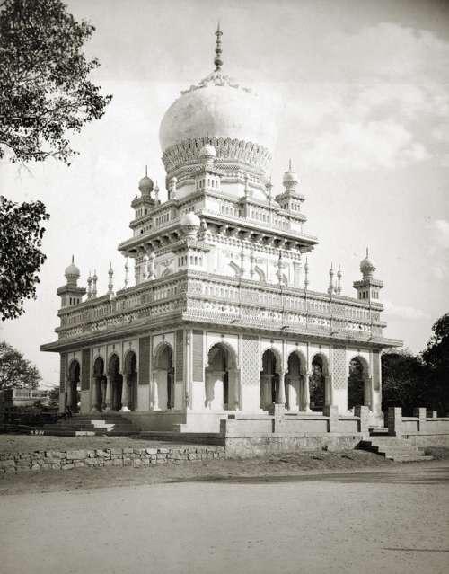 Saidani maa tomb in Hyderabad, India free photo
