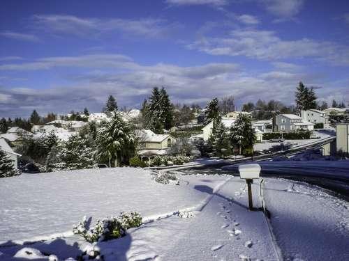 Snow covering a neighborhood in Salem, Oregon free photo