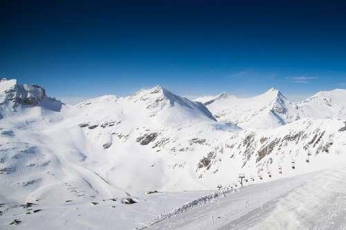 Wonderful Winter Mountain Scenery