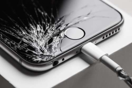 Crashed iPhone 6 with Cracked Screen Display