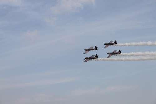 Aircraft Redbull Stunts