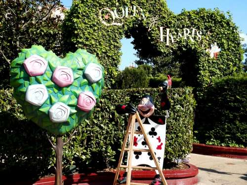 Alice In Wonderland Queen Of Hearts Maze Disneyland