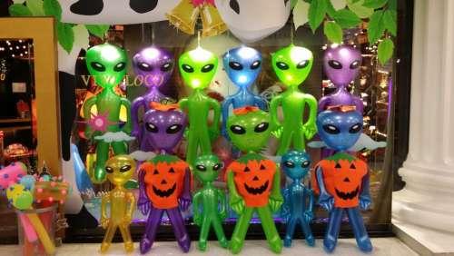 Aliens Alien Alie Shopping Green Green Male