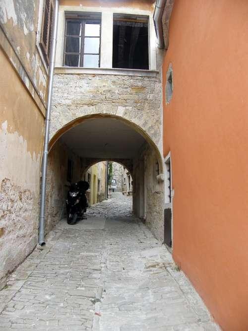 Alley House Old Croatia Gorenj Window
