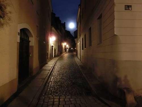 Alley Moon Historic Center Görlitz Historically