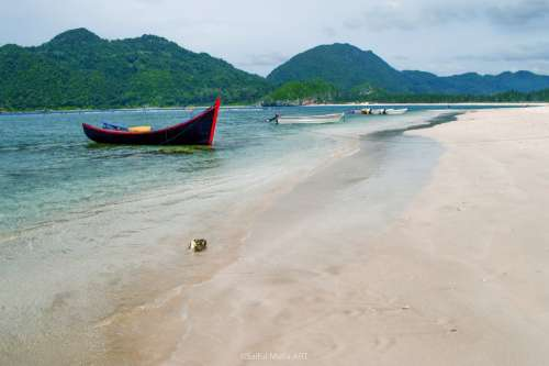 Beach Peace Boat Aceh Lampuek Asia