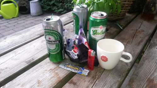 Beer Cans Garden Table Unordnug Cans Coffee Cup