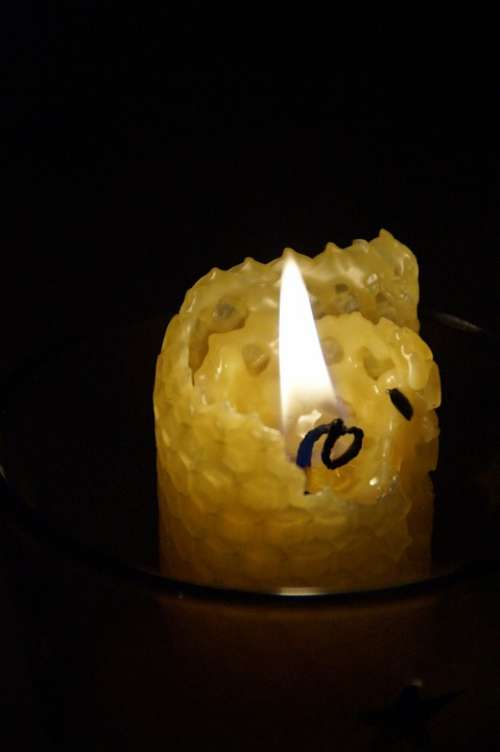 Beeswax Beeswax Candle Candle Burn Flame Hot Cozy