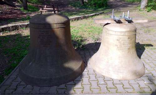 Bells Bell War Ring Commemorate Monument