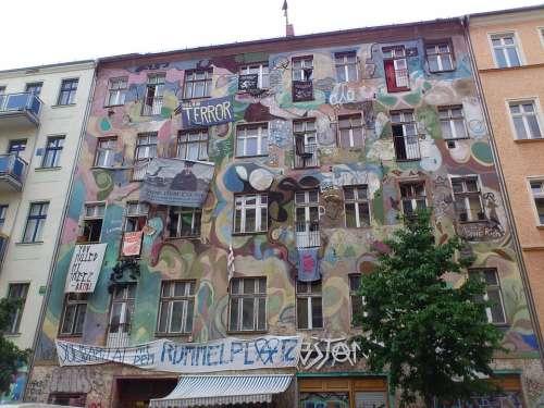 Berlin Kreuzberg Friedrichshain Graffiti Kiez Punk
