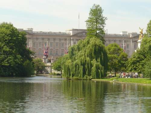Buckingham Palace Bridge St James Park London