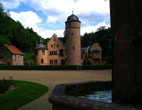 Castle Fountain Mespelbrunn