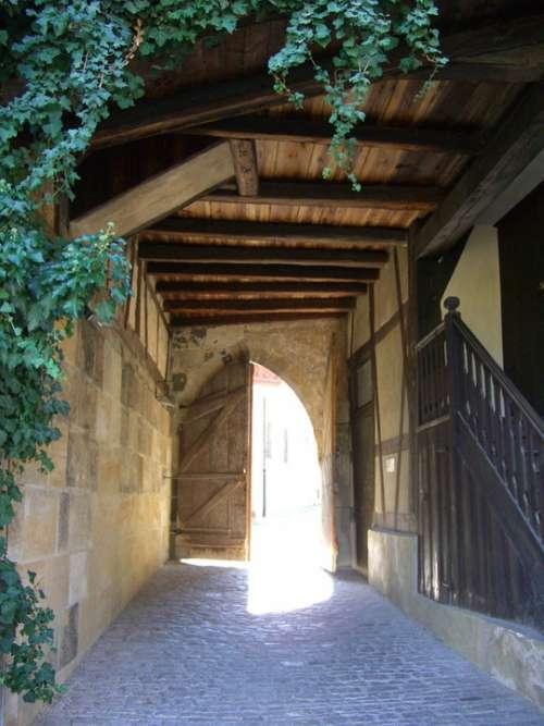 Castle Gate Incidence Of Light Forward Intake Input