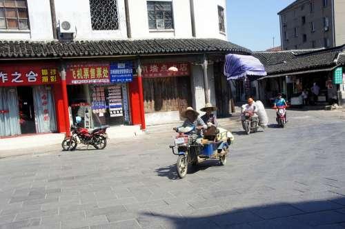 China Street Wife Wife Motorcyclist Vacancy