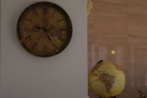 Clock Globe White Old-Fashioned Luxurious
