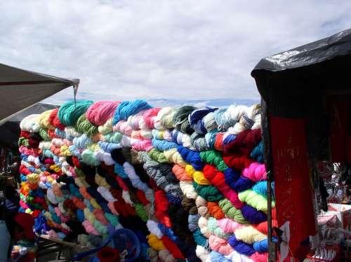 Colors Wool Market Ecuador
