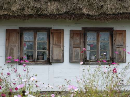 Cottage Village Thatched Roof The Window