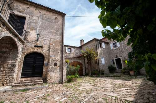 Croatia Istria Borgo Glimpse Courtyard