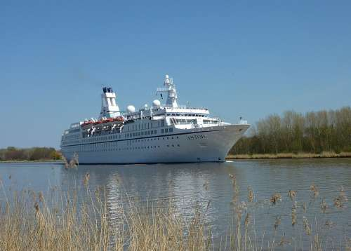Cruise Ship Ship Shipping Crusaders Vacations