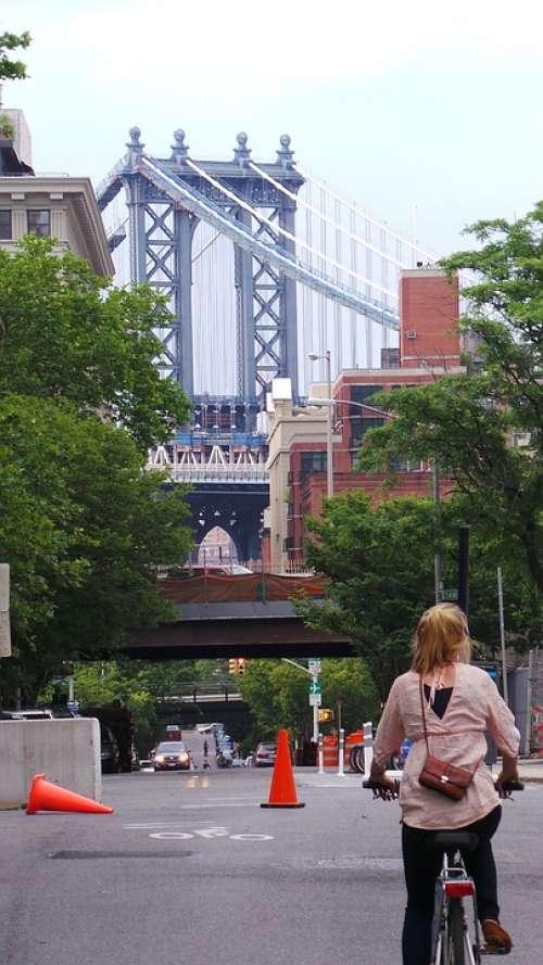 Cycling New York Brooklyn Bridge
