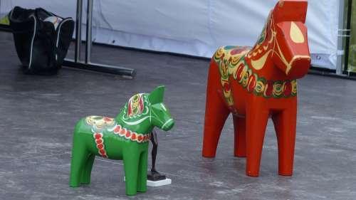 Dala Horse Figure Holzfigur Seahorses Trophies Red