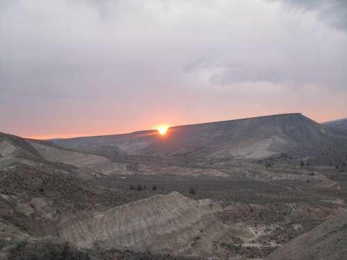 Devils Bite Sunset John Day Fossil Beds