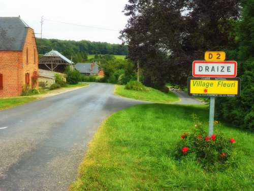 Draize France Village Buildings Street Road Sign