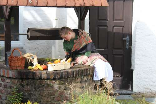 Farmer'S Wife Fountain Vegetables Middle Ages