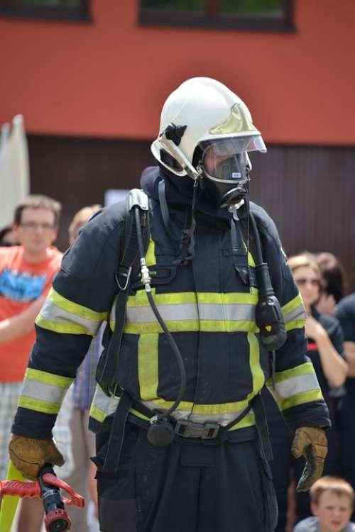 Feuerloeschuebung Respiratory Protection Fire