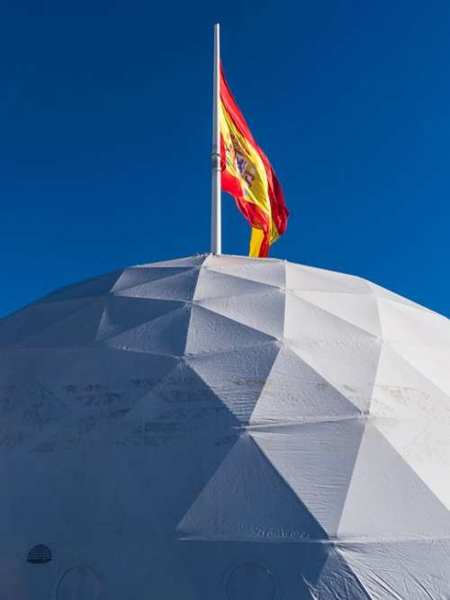 Flag Madrid Sky Spain Igloo