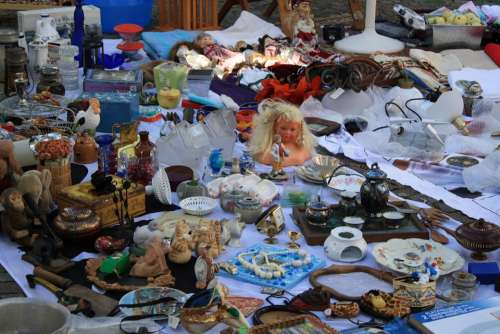Flea Market Browse Junk Old Dolls Antiquariat
