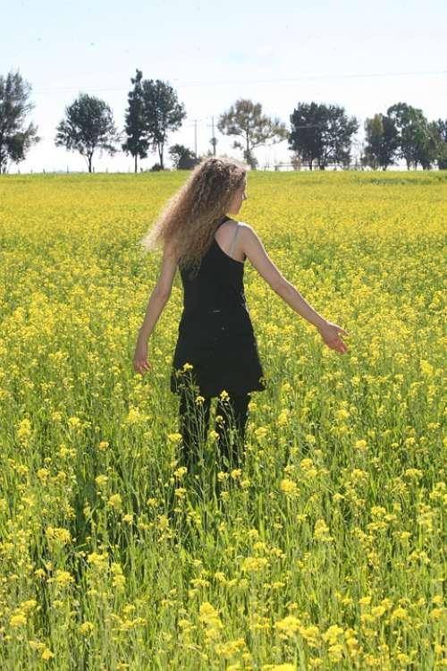 Flowers Field Women Yellow Walk