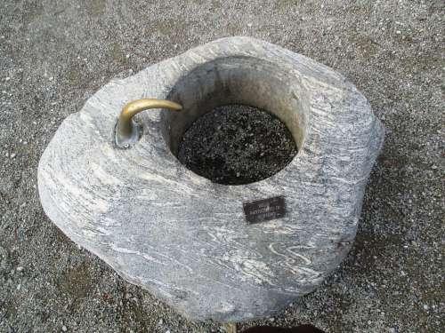 Fountain Stone Shield Patrizio Di Milano Pebble