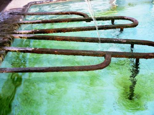 Fountain Water Jet Water Basin Flow Iron Rods Rust