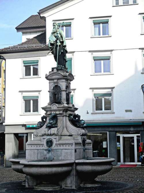 Fountain Jacob'S Well Sculpture Town Center