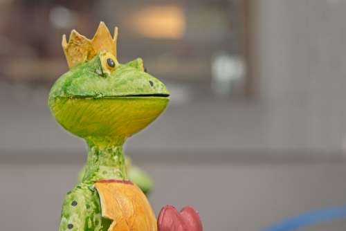 Frog Statue Frog Prince Heart Figure Art Metal