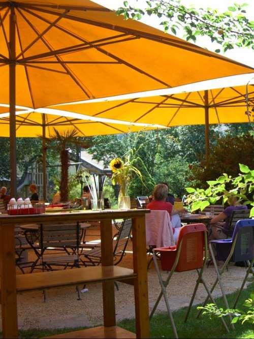 Garden Cafe Screen Orange Parasol Green Colorful