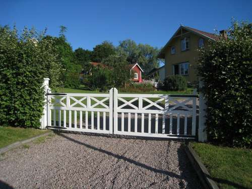 Gateposts Grind Painted White Summer House Shrubs