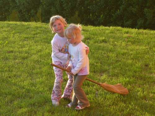 Girl Sisters Children Hexenbesen Play Garden