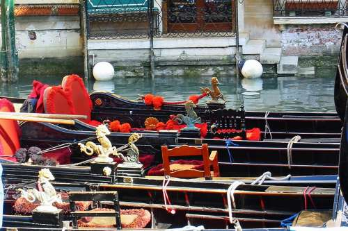 Gondolas Venice Italy Gondolier Channel Boats