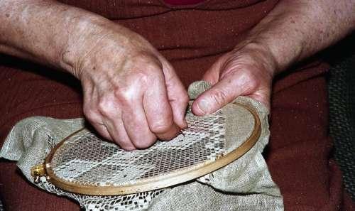 Grandma Woman Craft The Needle Old Hole Hand